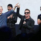 tim_cook-u2-bono-the_edge-apple-2014-billboard-650x430